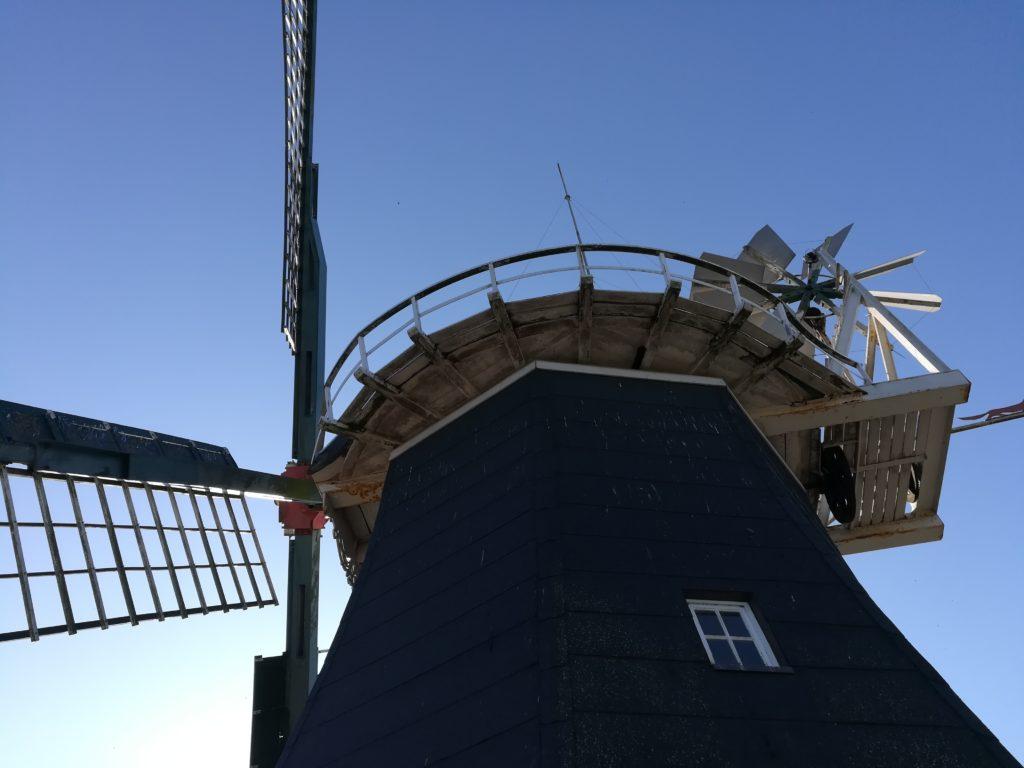 Blick auf die Flügel der Mühle von der Galerie aus.