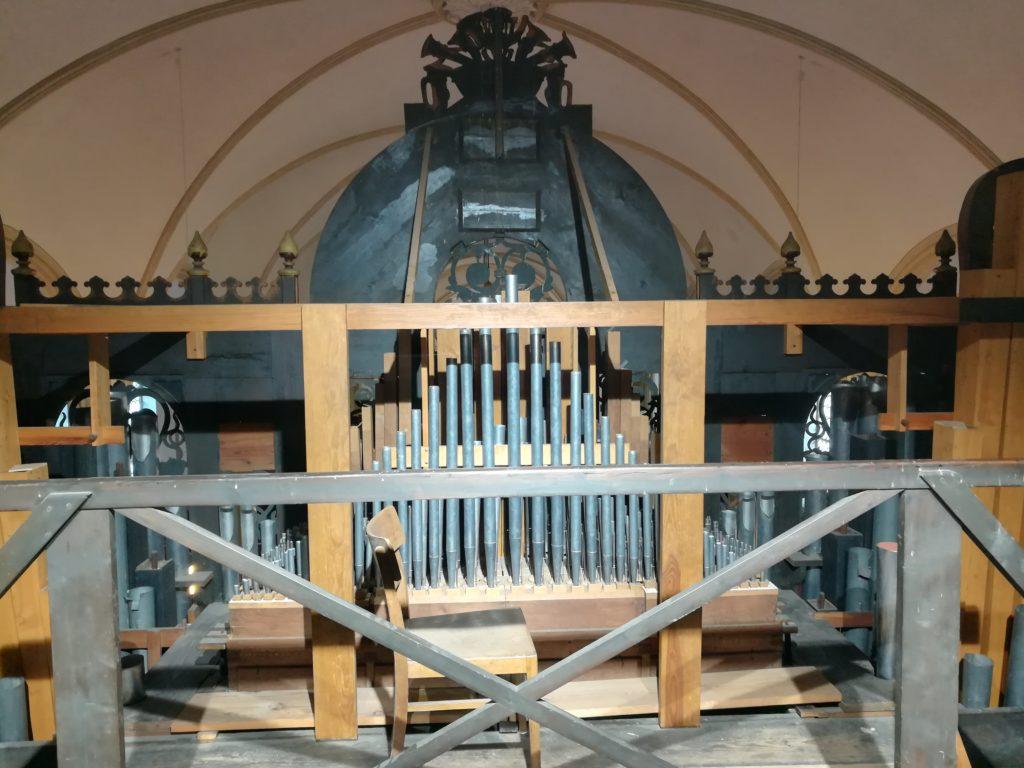 Zinkblech-Orgelpfeifen von 1940 in der St. Magnus Kirche in Esens.