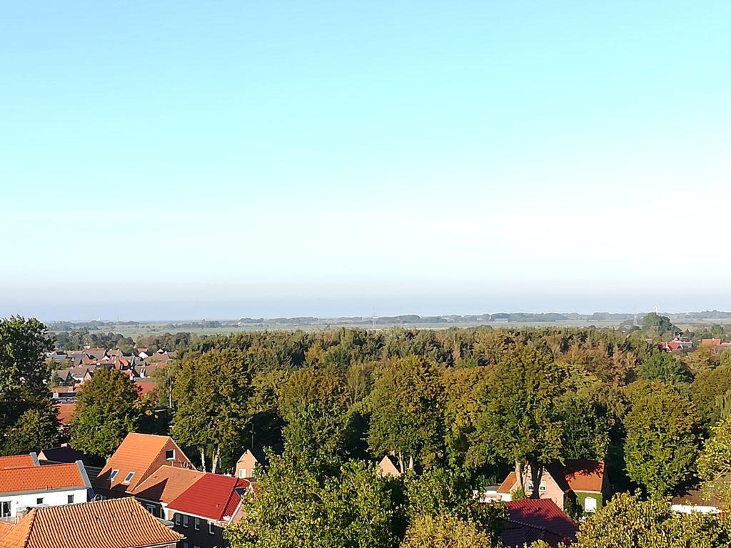 Blick auf die ostfriesischen Inseln vom Turm der St. Magnus Kirche in Esens.
