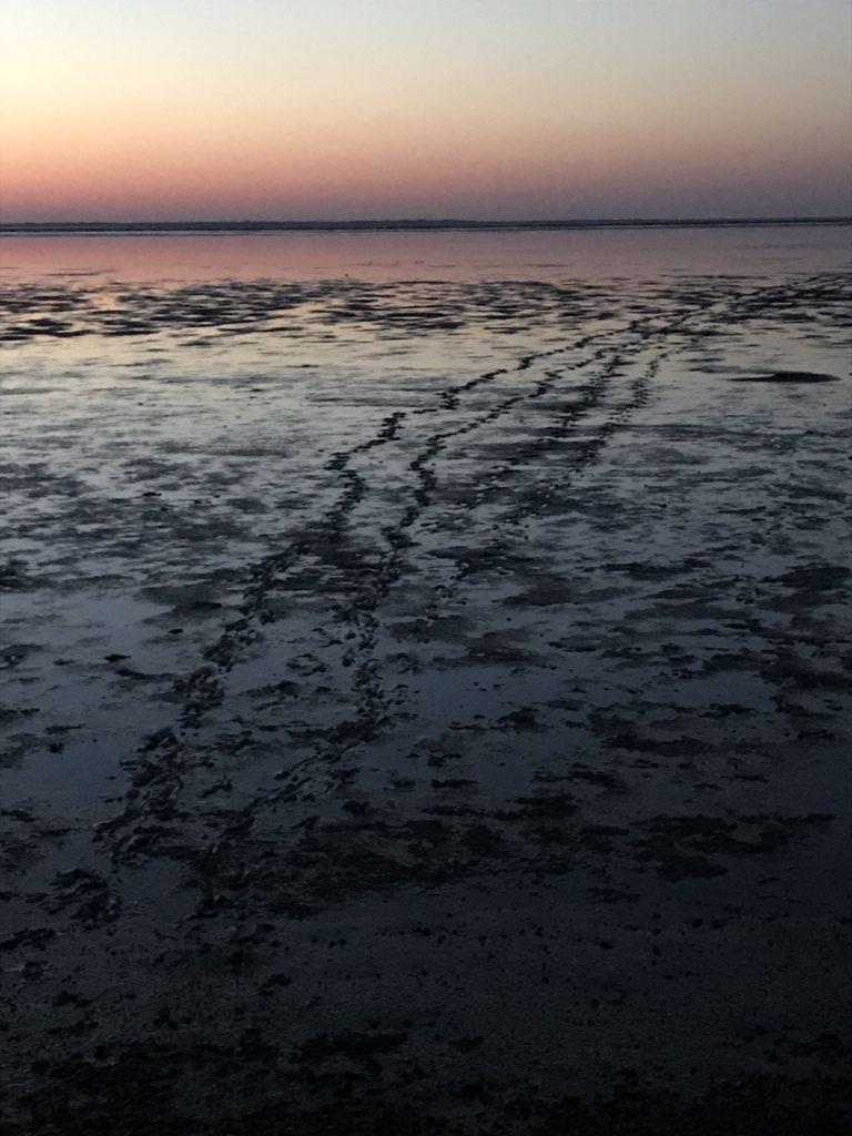 Sonnenuntergang Fußspuren: Auch wir hinterlassen Spuren für die Nachwelt.